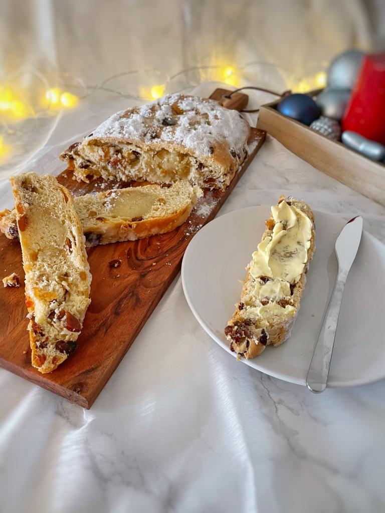 Kerststol bakkenmetlisanne feestbrood