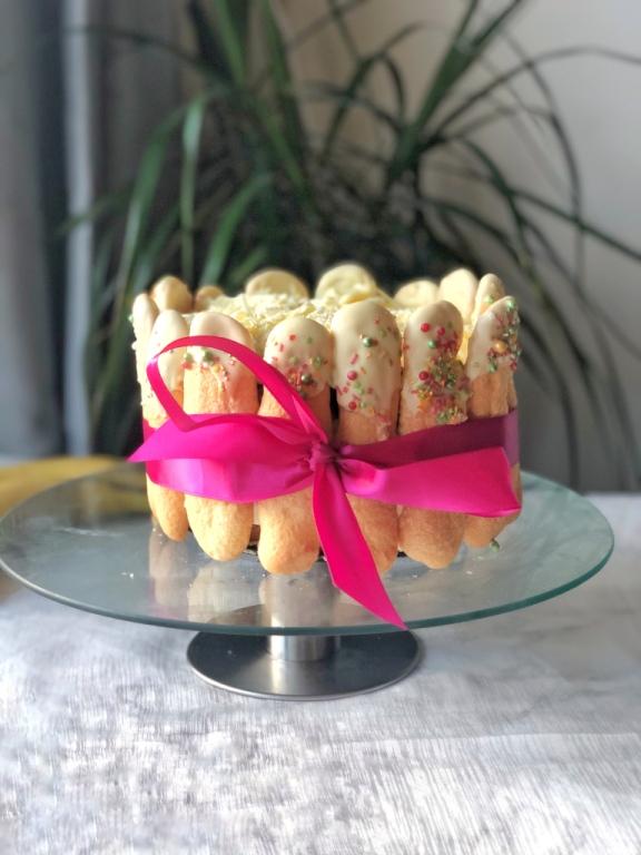 Charlotte Taart met bananenmousse, charlotte taart, charlotte, bananentaart, bananen, biscuit, charlotte cake