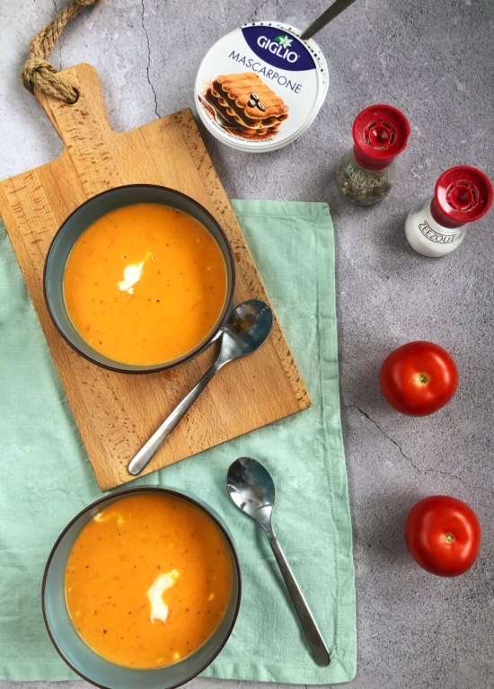 Tomaten mascarponesoep. Recept voor tomatensoep, tomaten mascarpone soep recept, tomatensoep, tomaten, soep, lunch, maaltijdsoep